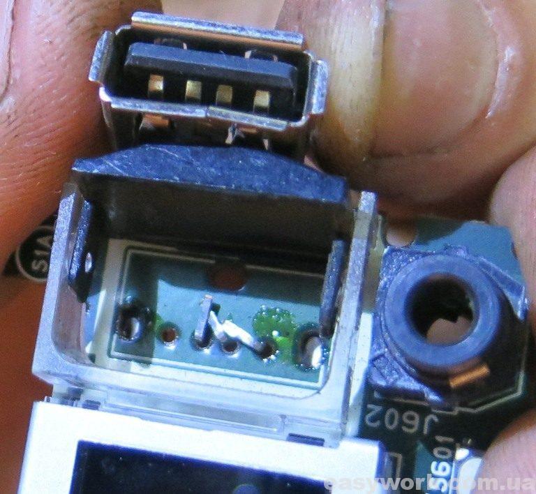 Отломанные контакты на USB разъеме магнитолы