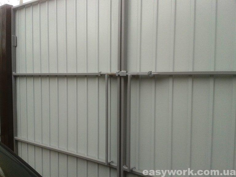 Засов на воротах