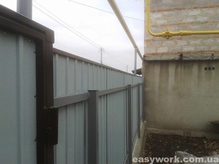 Забор из профнастила (вид изнутри) фото 4