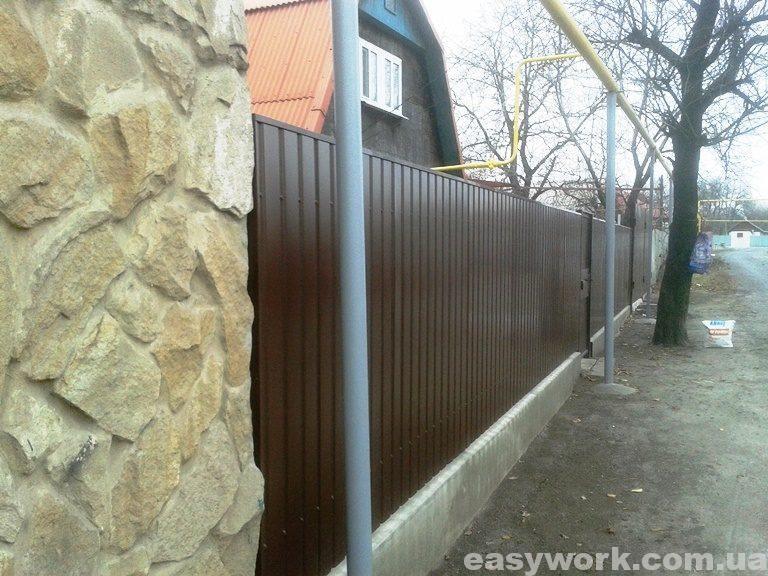 Забор из профнастила (фото 1)