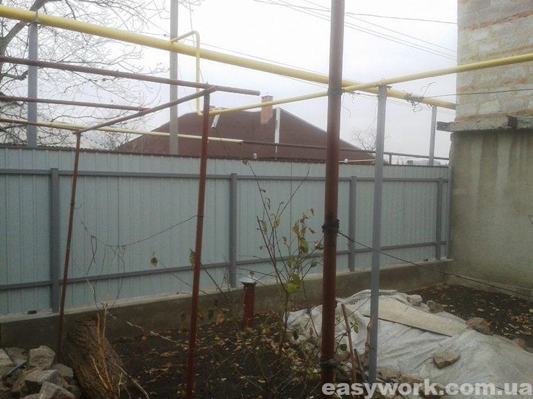 Забор из профнастила (вид изнутри) фото 1