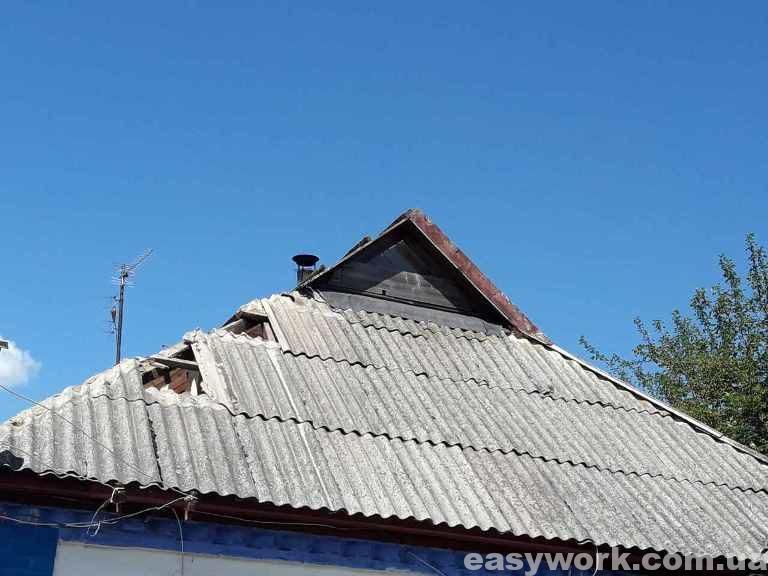 Начало демонтажа старой шиферной крыши