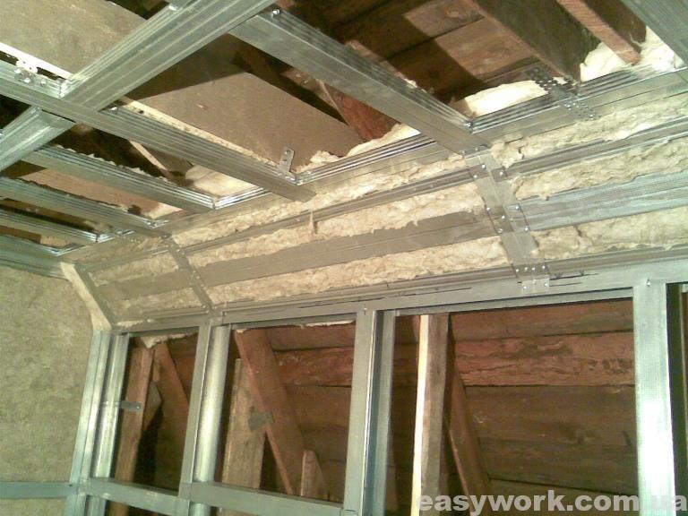 Утепленный угол между стенкой и потолком (фото 1)