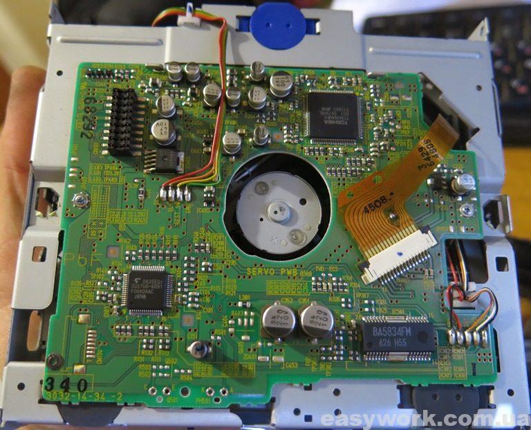 Снятый CD-привод магнитолы Panasonic CQ-C5303W