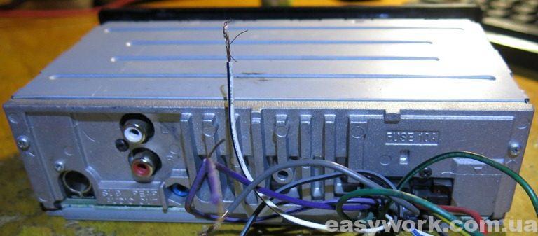Магнитола SONY DSX-A202UI с обратной стороны