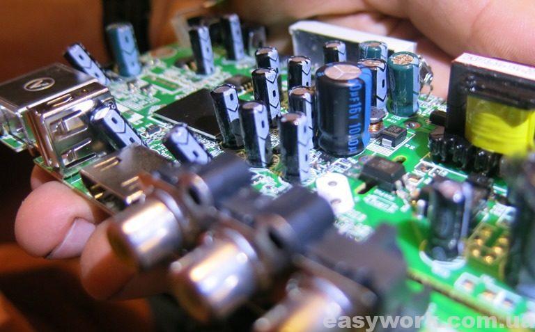 Замененный конденсатор 1000 мкФ х 16 В