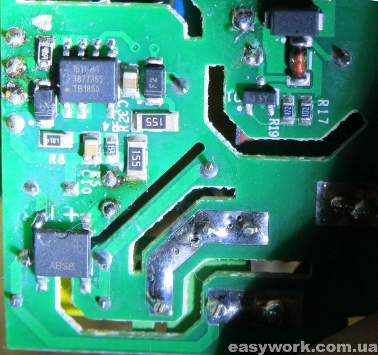 Крупное фото обратной стороны платы Wi-Fi реле Sonoff