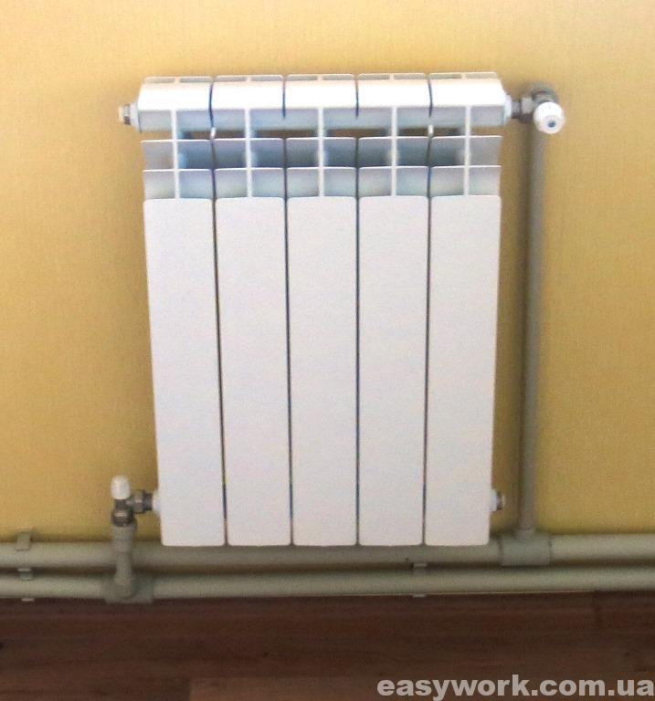 Закрепленный алюминиевый радиатор