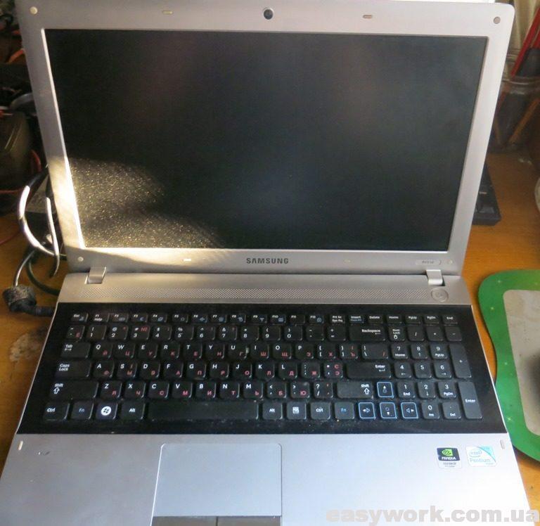 Ноутбук SAMSUNG RV518 в открытом виде