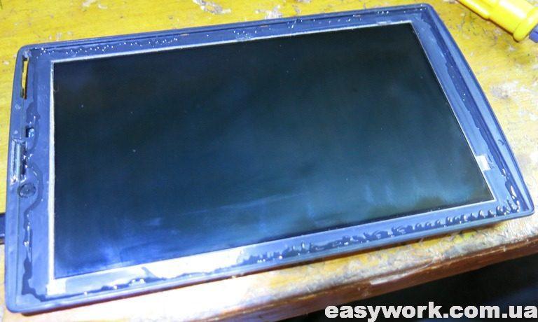 Нанесенный клей на окантовку планшета BQ-7084G