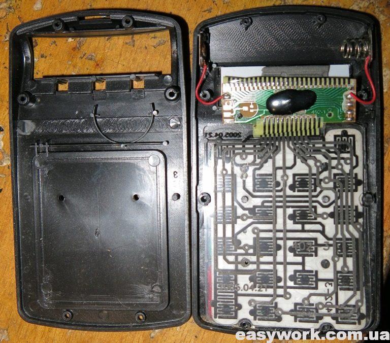 Внутреннее устройство калькулятора TAKSUN TS-402