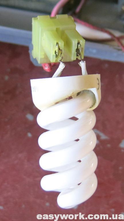 Проверка высокого напряжения колбой энергосберегающей лампы