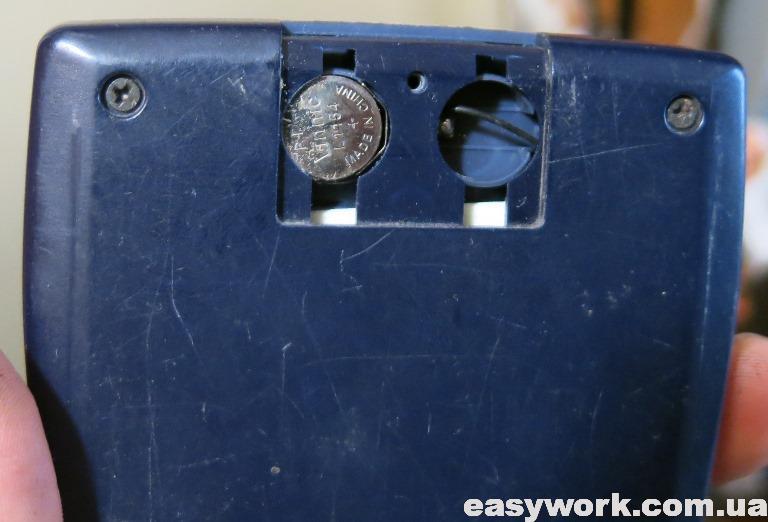 Замена батареек у калькулятора