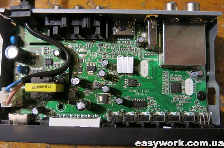 Внутреннее устройство тюнера SELENGA HD905D