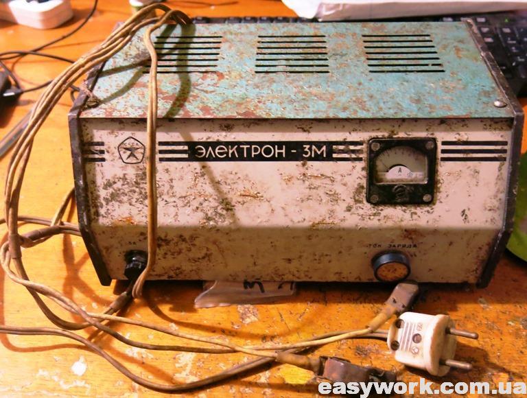 Автомобильное зарядное устройство Электрон 3М