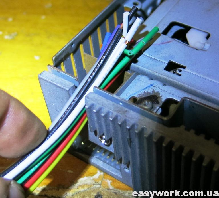 Продевание проводов через вырез