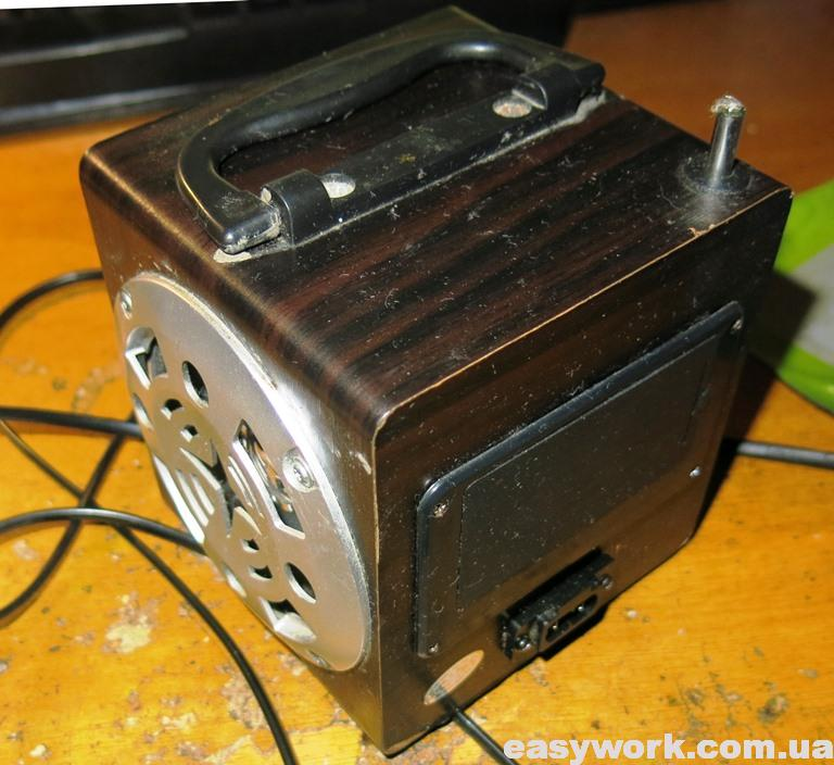 Вид на радиоприемник с обратной стороны