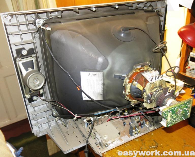 Внутреннее устройство телевизора PANASONIC TC-21FG10T