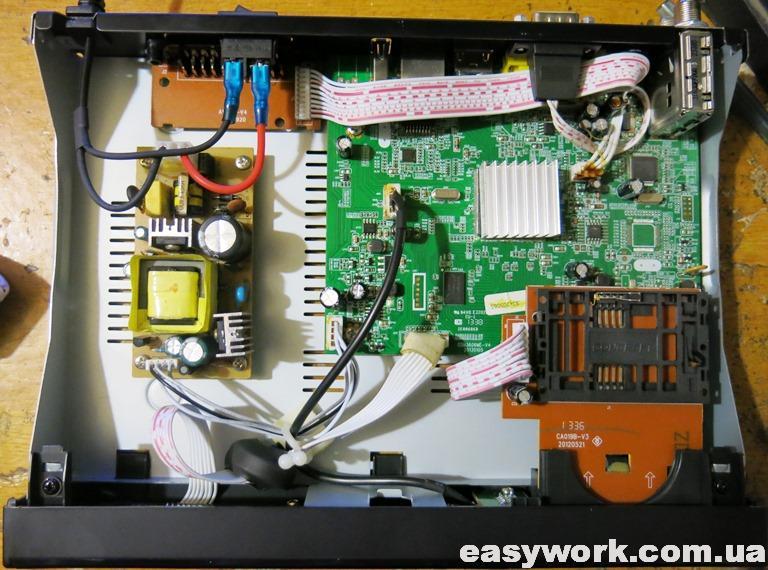 Внутреннее устройство тюнера Sat Integral Aron S-1210HD