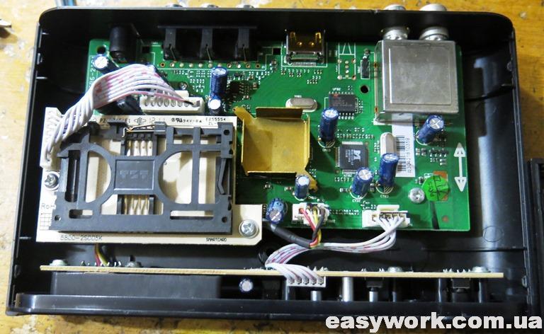 Внутреннее устройство ресивера Trimax TR-2012HD T2