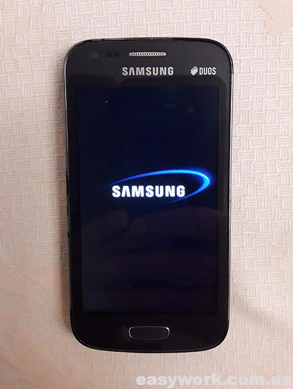 Заставка SAMSUNG на телефоне