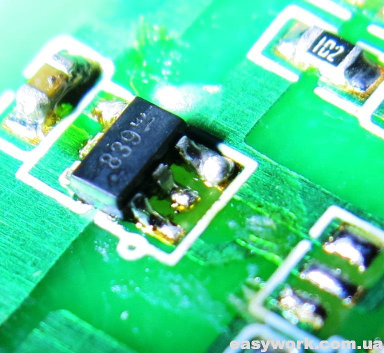 Микросхема с маркировкой 839